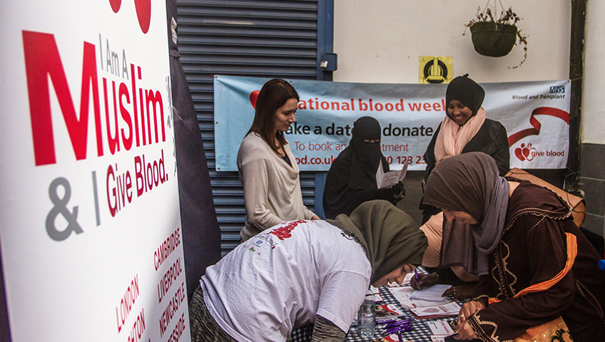 muslims-give-blood-small-03